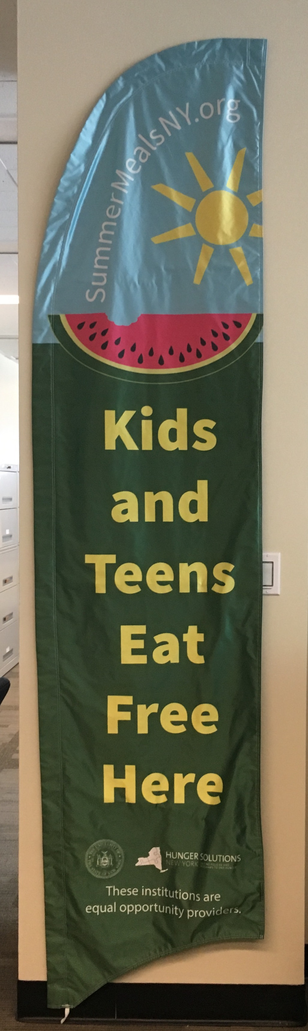 """Razor Banner For SFSP English and Spanish - """"Kids and Teens Eat Free Here"""""""